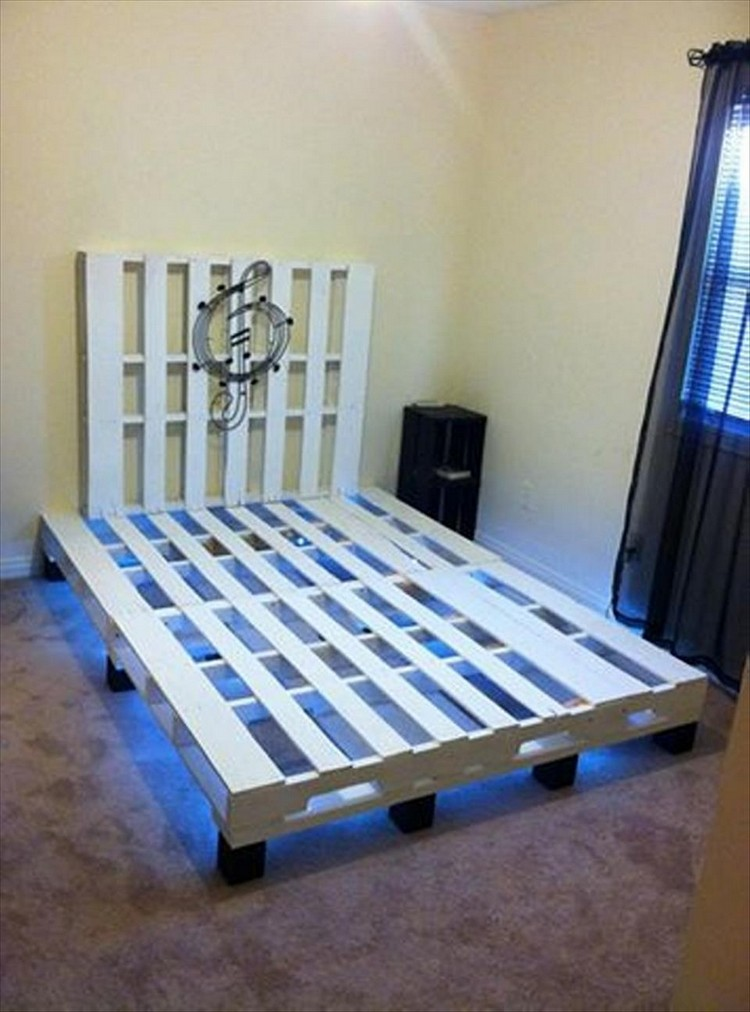 Recycled pallet bed with lights recycled things for Pallet bed frame with lights