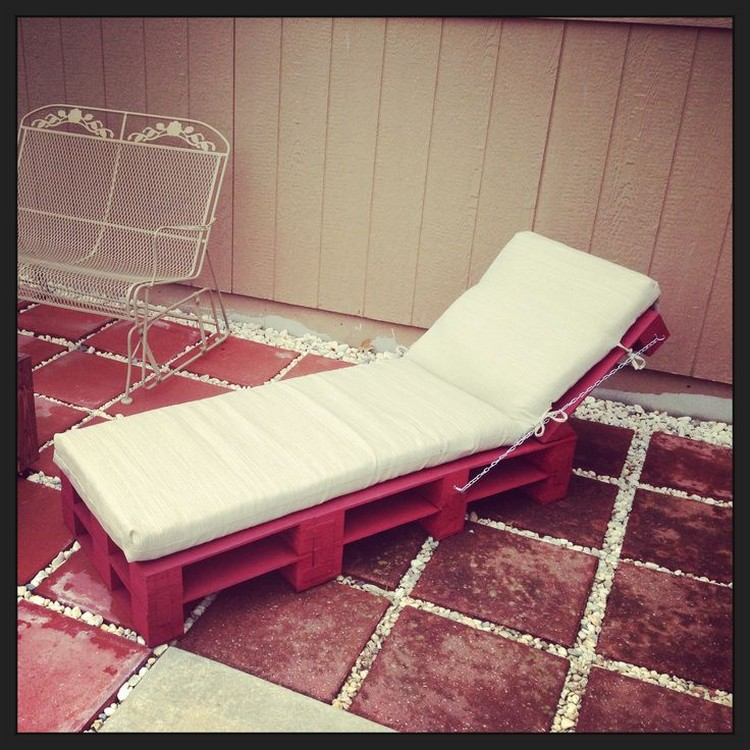 Pallet lounge chair plans recycled things for Diy lounge chair