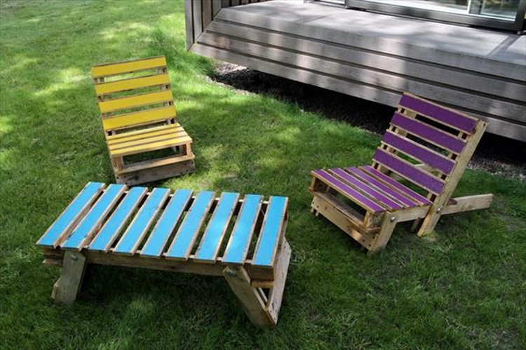 Pallet Lounge Chairs with Table