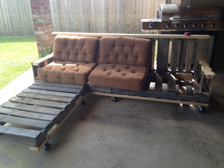 Pallet Sofa on Wheels