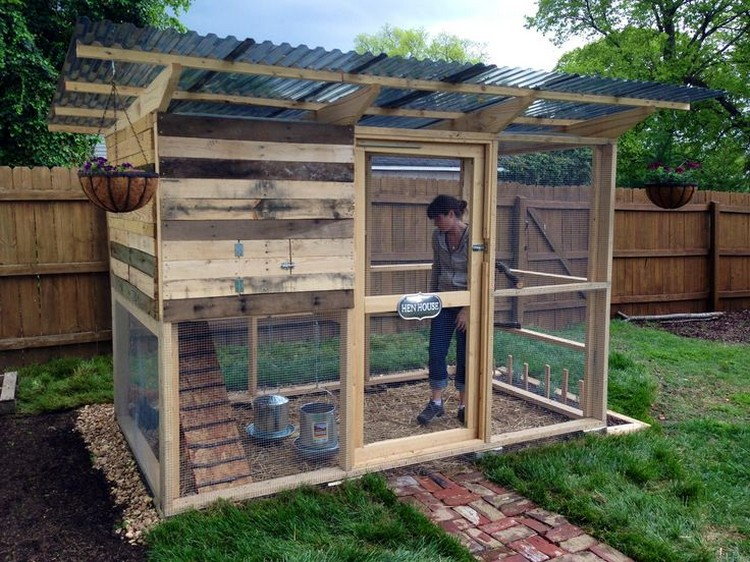 Chicken coops made from pallets recycled things for Making things with wooden pallets