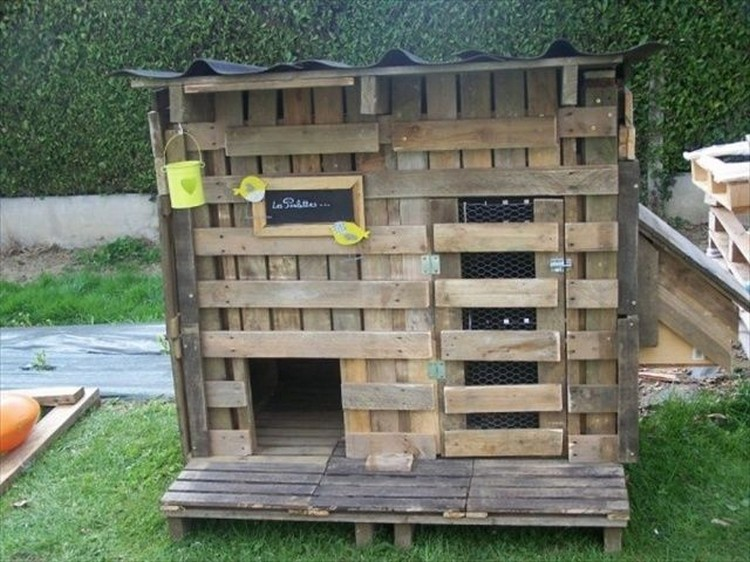 chicken coops made from pallets recycled things. Black Bedroom Furniture Sets. Home Design Ideas