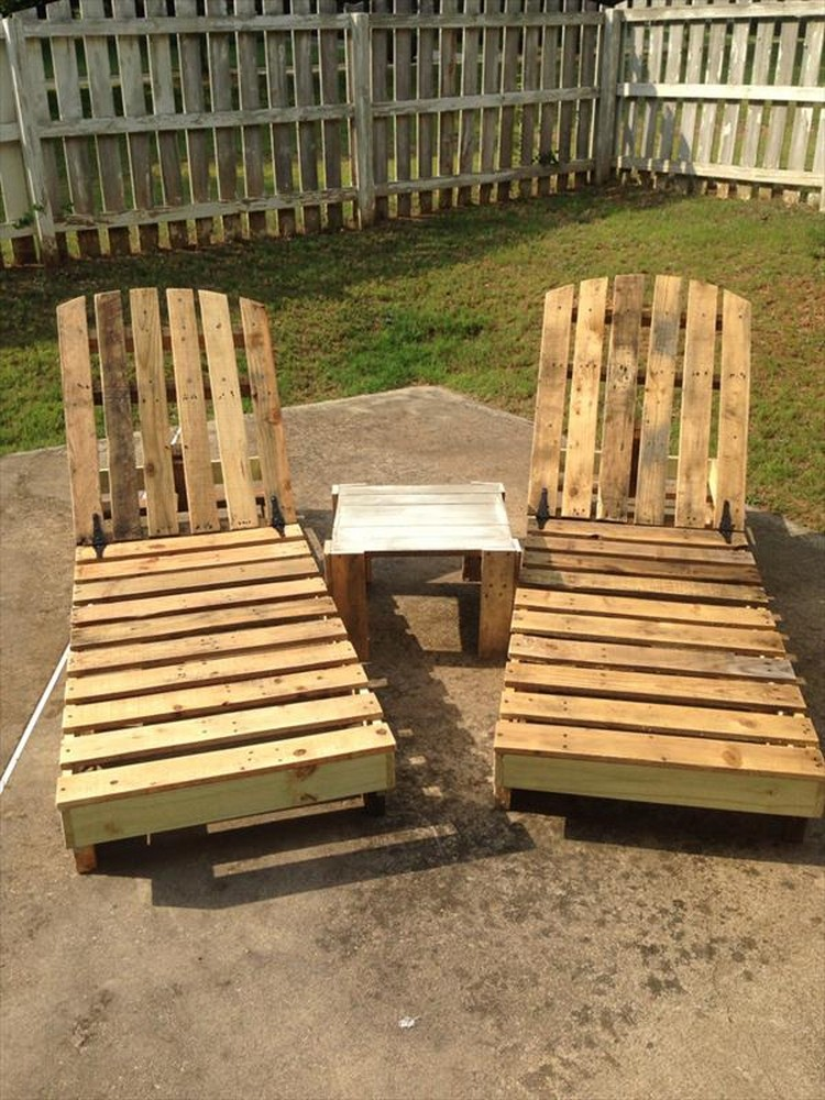Pallet lounge chair plans recycled things for Making things with wooden pallets