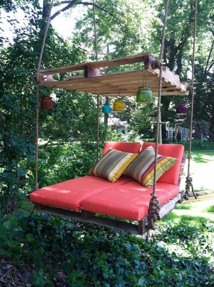 Wooden Pallet Swing Bed