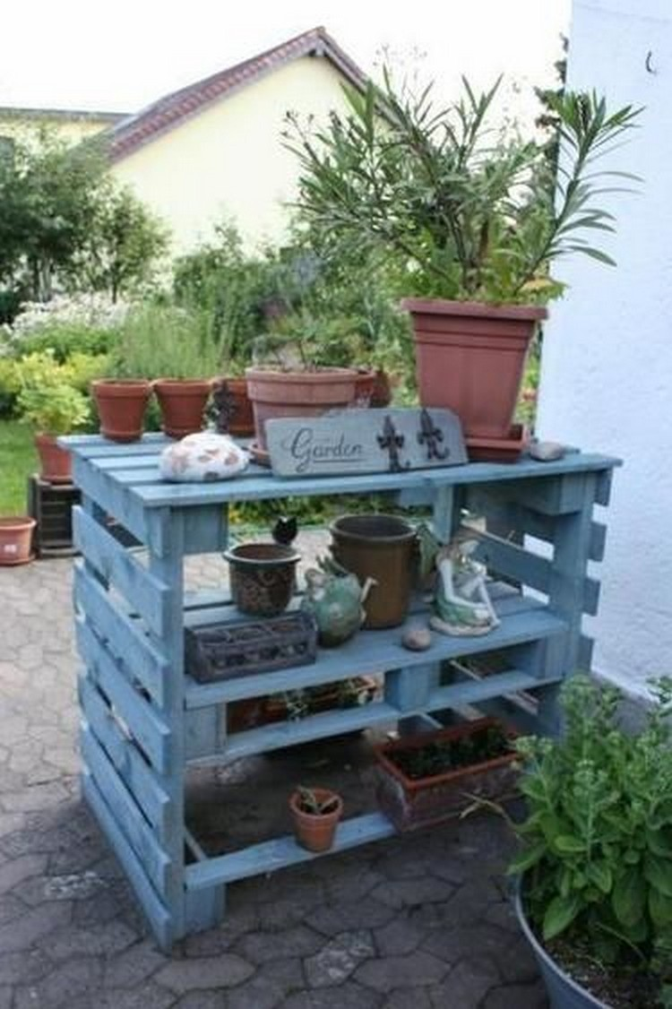 Pallet wood potting bench plans recycled things for Palette table de jardin