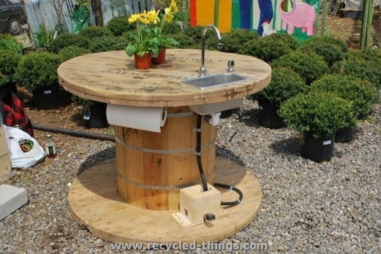 Pallet wood recycling projects recycled things for Outdoor camping kitchen ideas