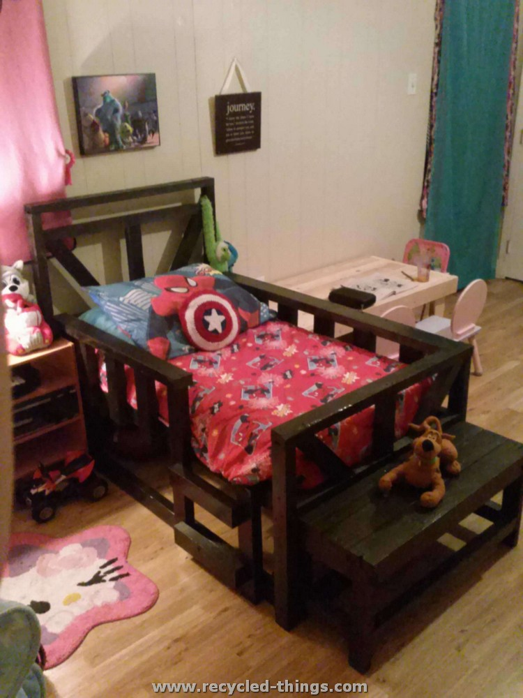 Pallet Made Toddler Bed