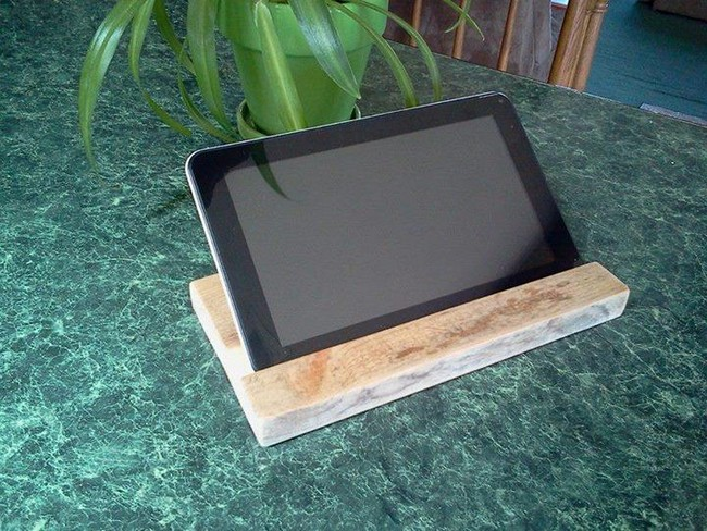Pallet Mobile and Tablet Holder