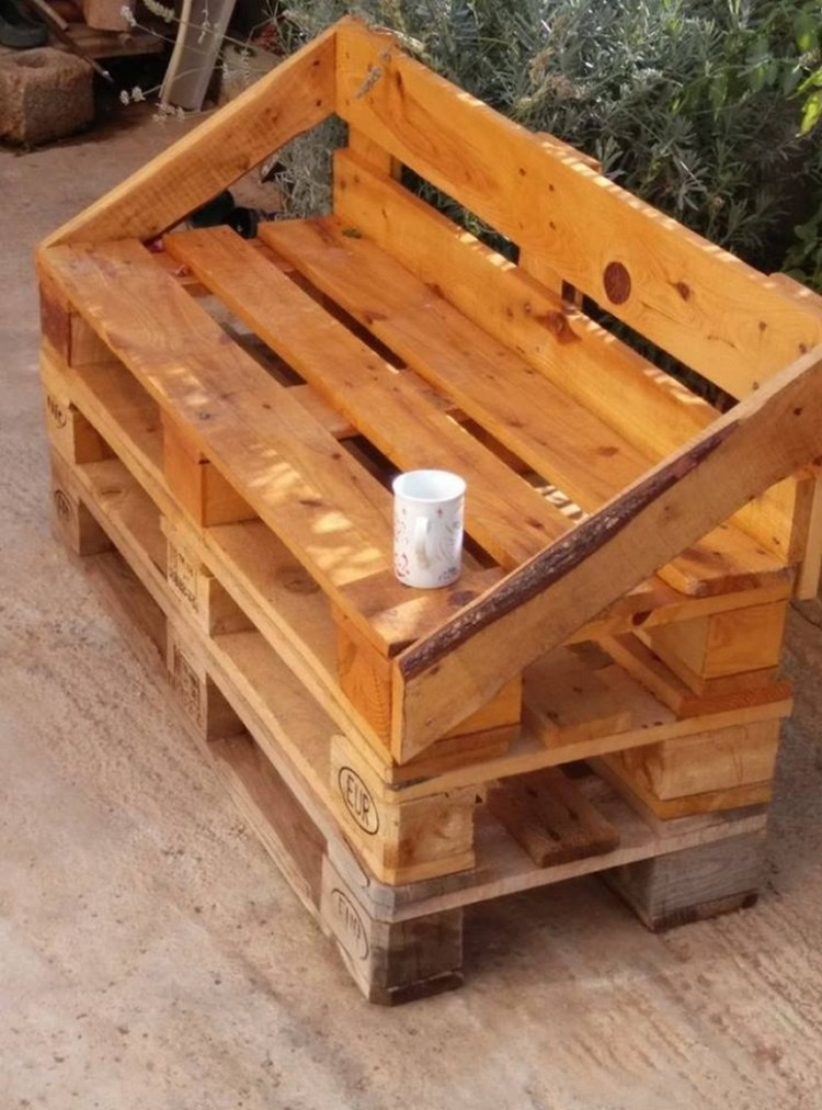 Ideas for wooden pallet recycling recycled things for Palette bois deco