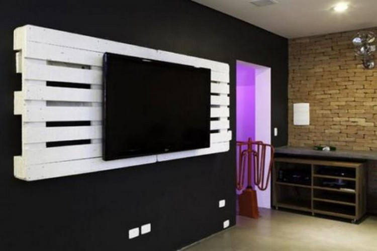 Pallet Wall TV Holder