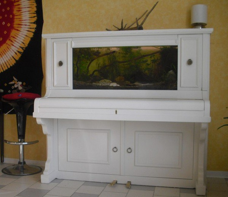 Old Piano Recycled into Aquarium