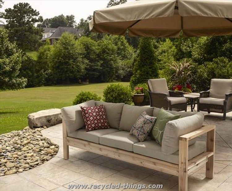 is very decent and lovely wood pallet furniture to decorate your patio ...
