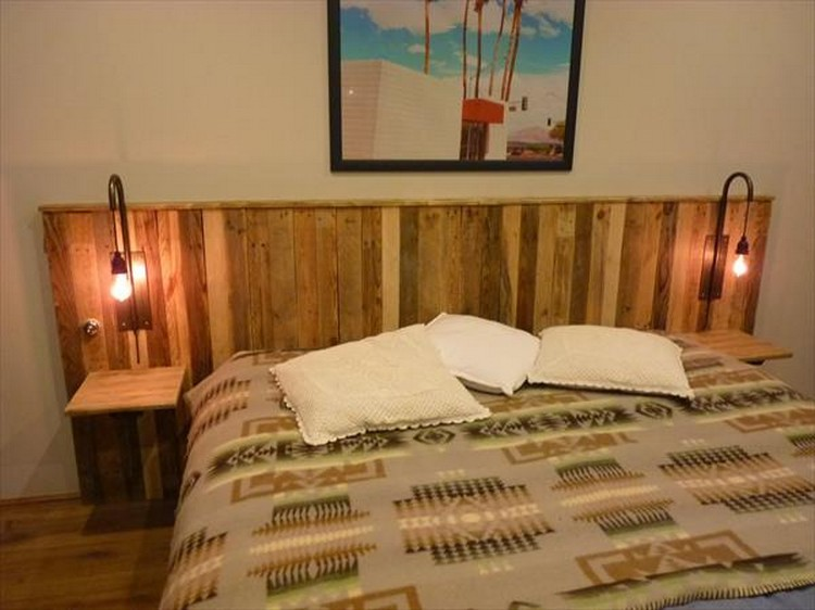 recycled pallet headboard with lights recycled things. Black Bedroom Furniture Sets. Home Design Ideas
