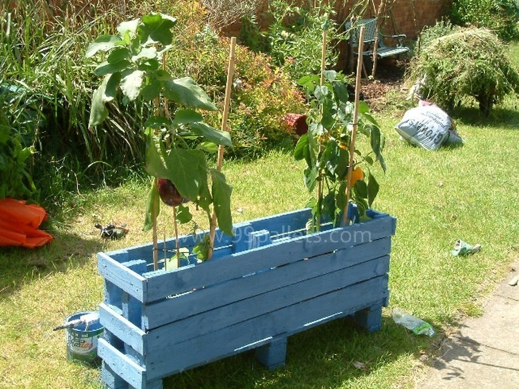 Planter Box Made with Wood Pallets
