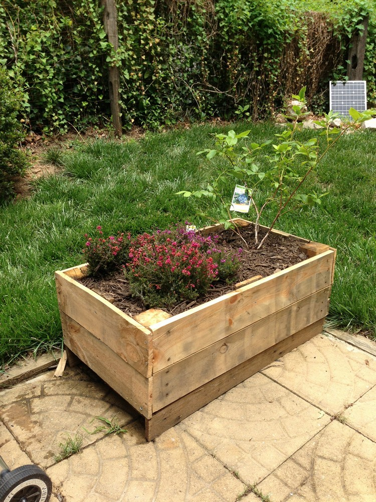 Planter boxes made from wooden recycled things for What can you make with recycled pallets