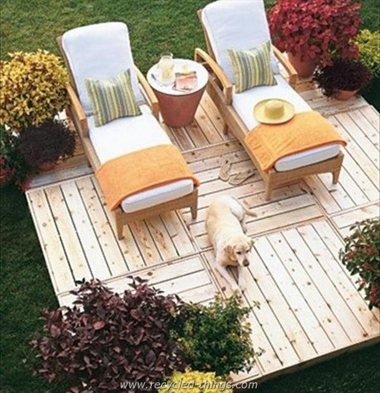 Recycled pallet daybed ideas recycled things for What can you make with recycled pallets