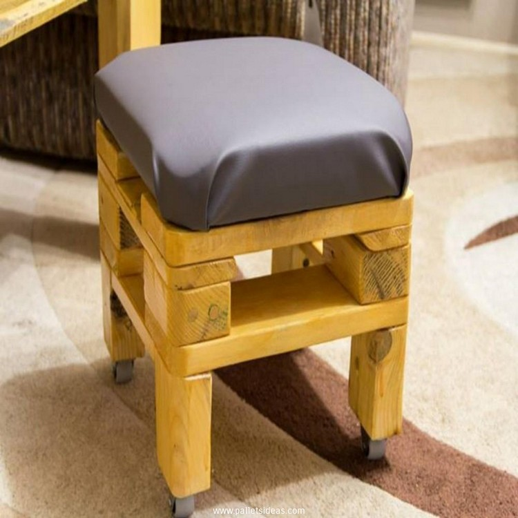 Terrific Pallet Wooden Stool Plans Recycled Crafts Creativecarmelina Interior Chair Design Creativecarmelinacom