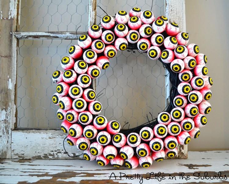 Spooky Eyeball Wreath