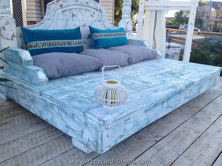 Recycled pallet daybed ideas recycled things for Arts and crafts daybed