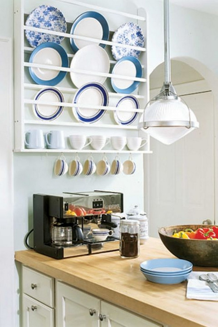 Ideas for decorating with blue and white recycled things for White kitchen wall decor