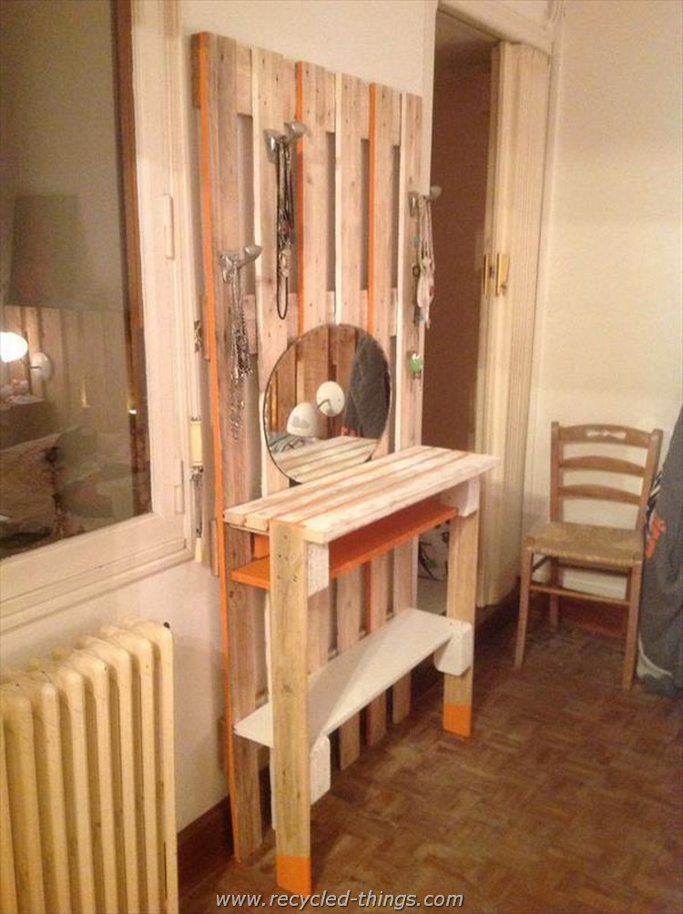 Things to make out of wooden pallets recycled things for Fabriquer une coiffeuse meuble