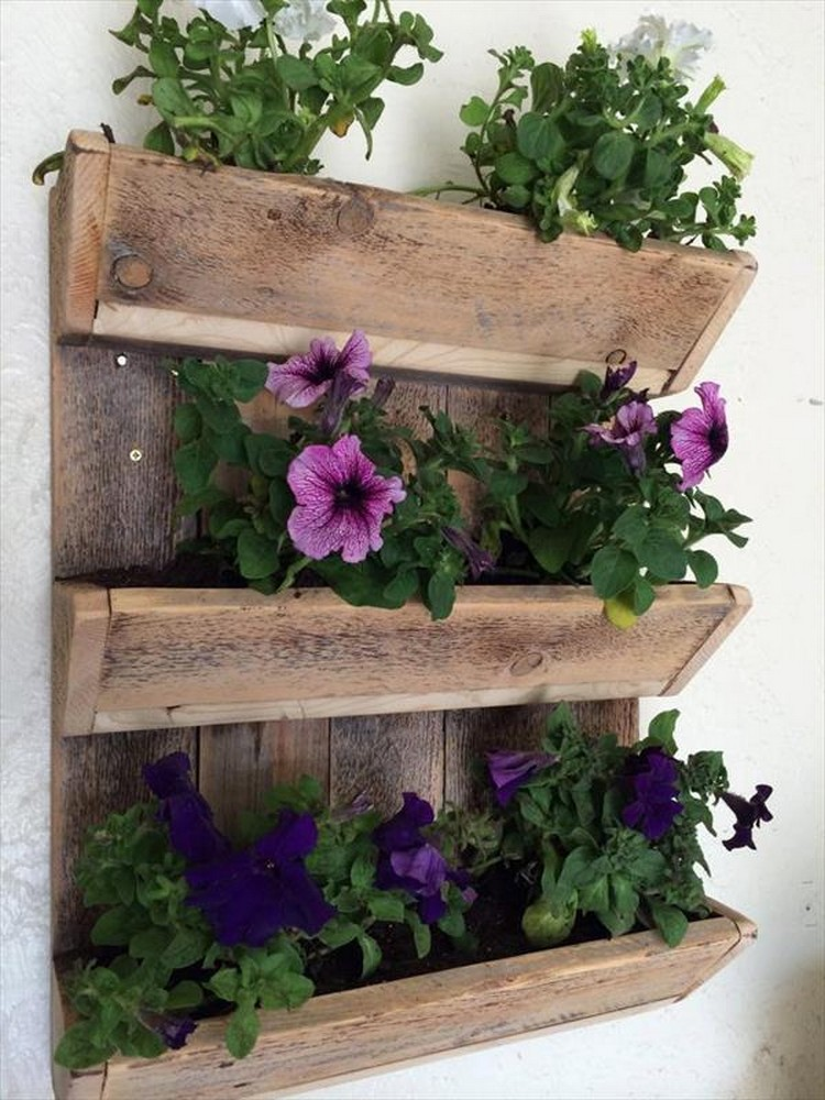 charming pallet wall planters recycled things. Black Bedroom Furniture Sets. Home Design Ideas