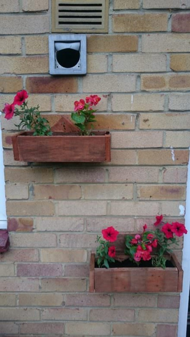 Wall Planters Made with Pallets