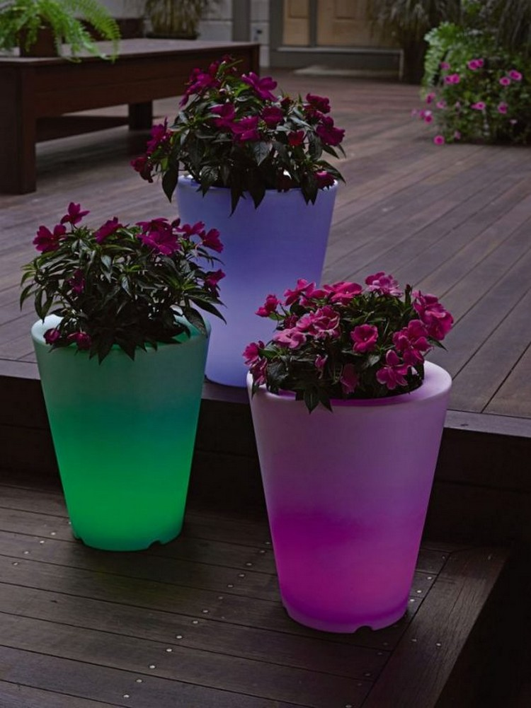 Illuminated planters for a romantic look of the backyard for Decorative outdoor pots