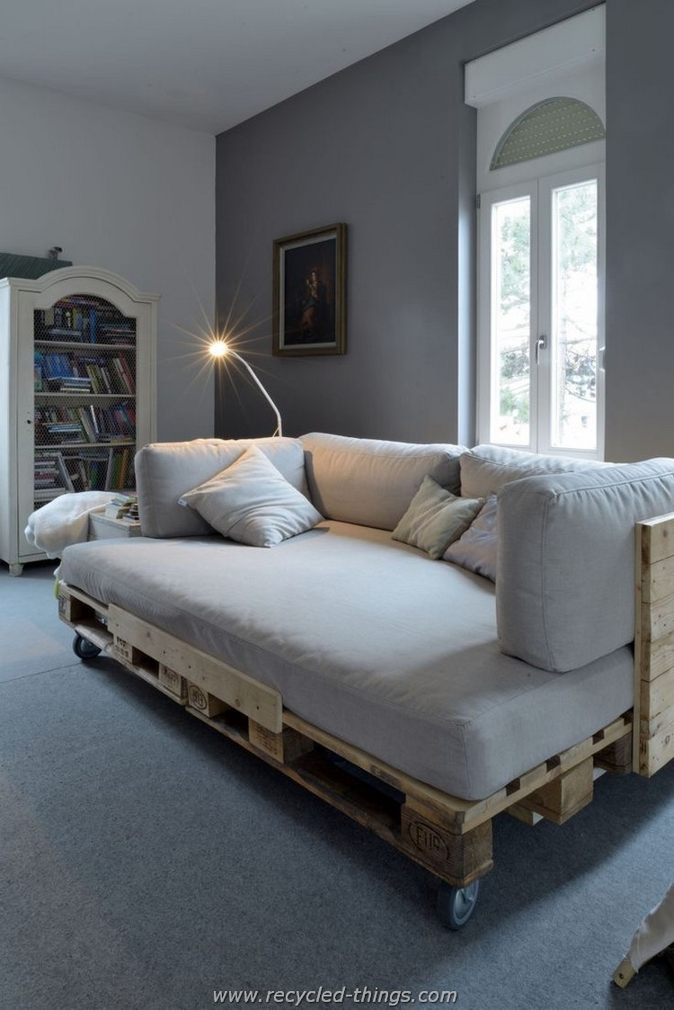 Pallet Daybed with Wheels