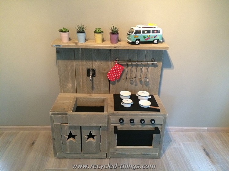 Pallet Kids Play Kitchen