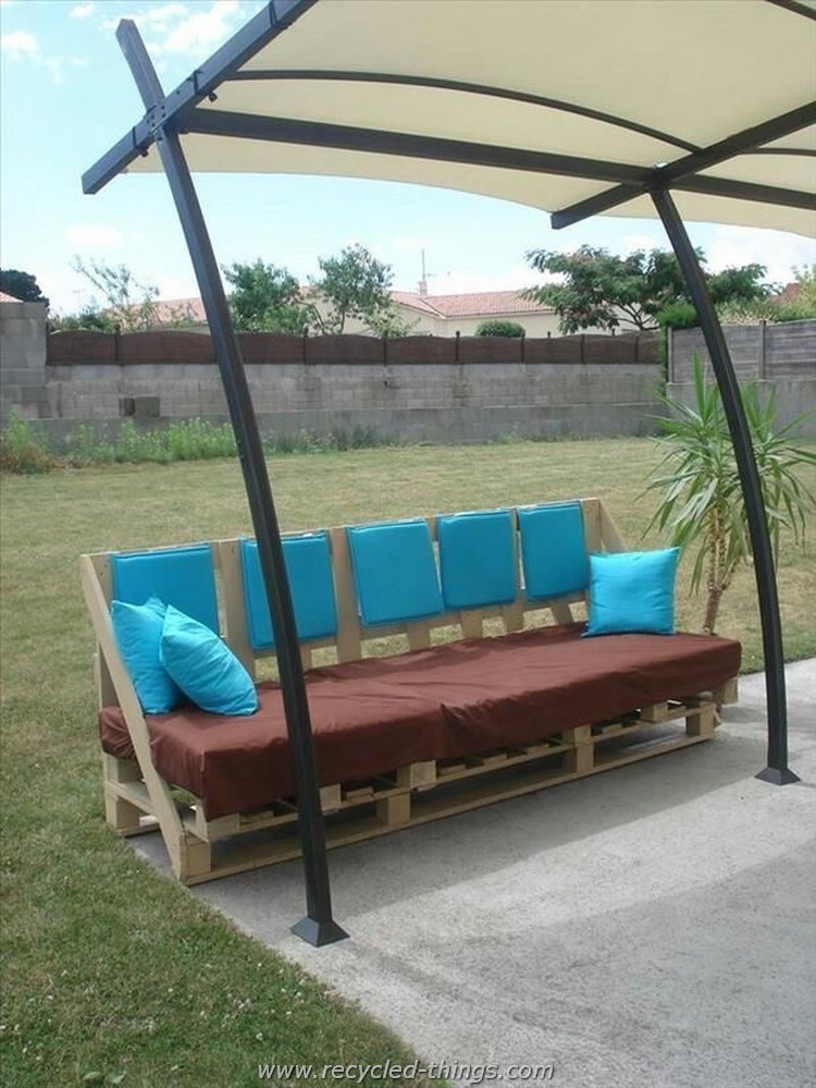 Unique Pallet Garden Sofa