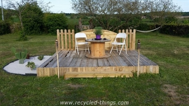 Wood pallet outdoor ideas recycled things for Garden decking from pallets