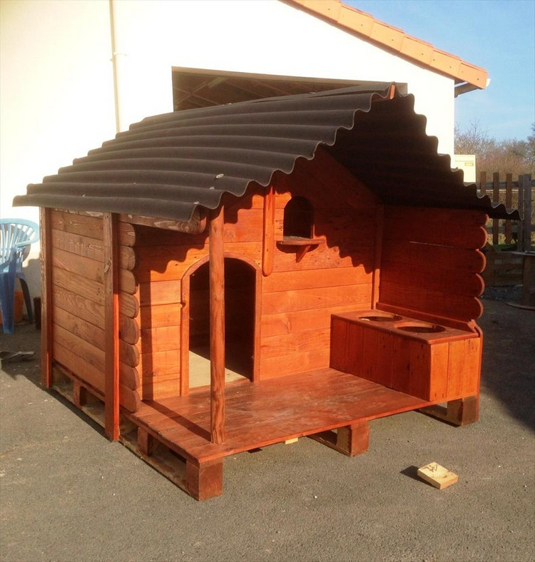 Pallet Dog House with Installed Dog Feeder