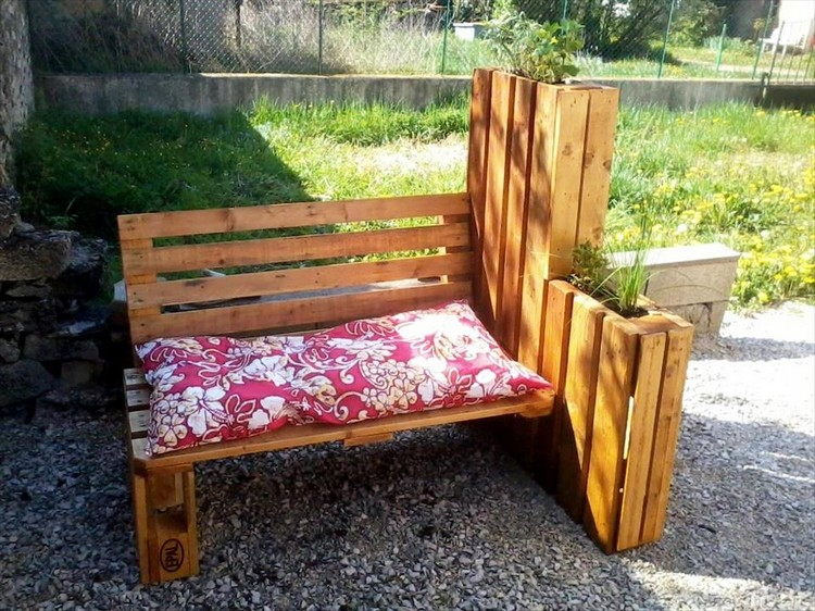 Pallet Outdoor Bench with Planter
