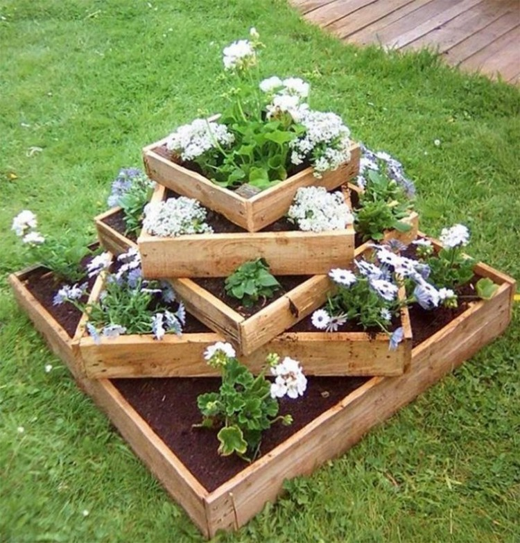 wood pallet recycled in creative ways recycled things