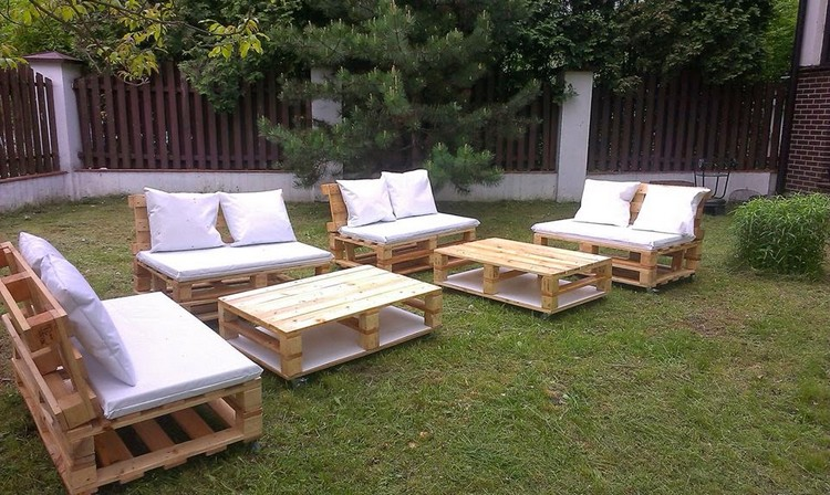 Recycled pallet garden furniture ideas recycled things for Palette table jardin