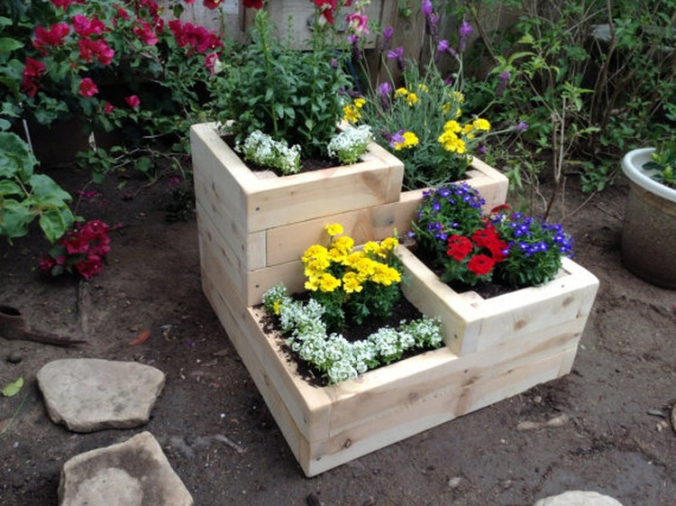 Fantabulous wooden pallet ideas recycled things for Garden planter box designs