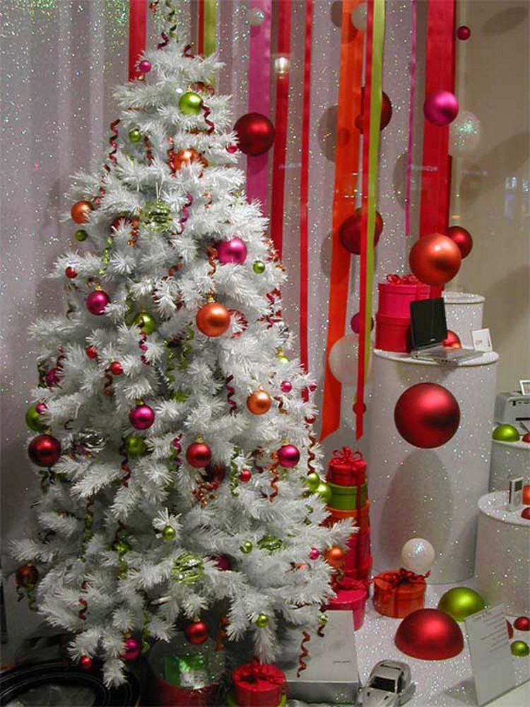 10 diy christmas decorating ideas recycled things for Christmas tree lights decorating ideas