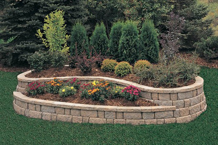 Ingenious tips for building flower bed on budget for Backyard flower bed ideas
