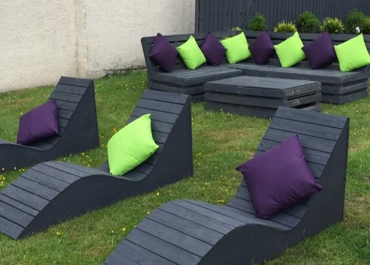 Pallet Couch with Sun Lounger