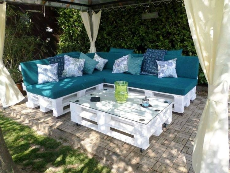 White Pallet Patio Sofa