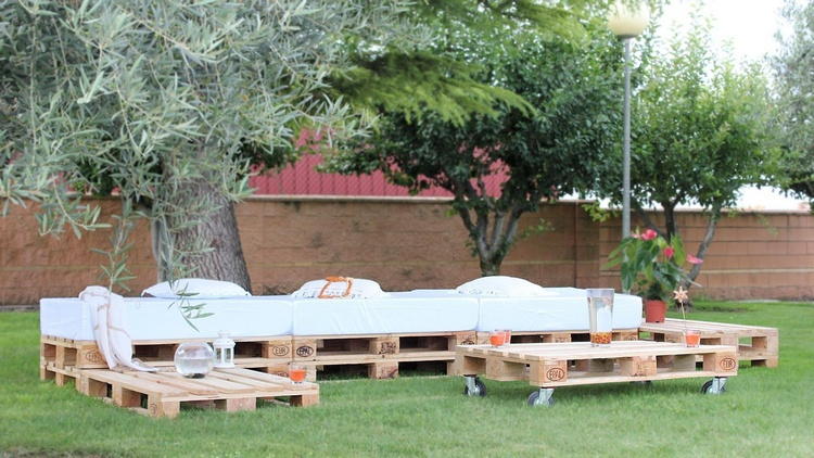 Pallet Garden Seating Arrangement