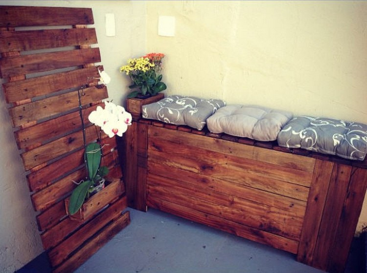 Pallet Seat and Wall Decor Idea