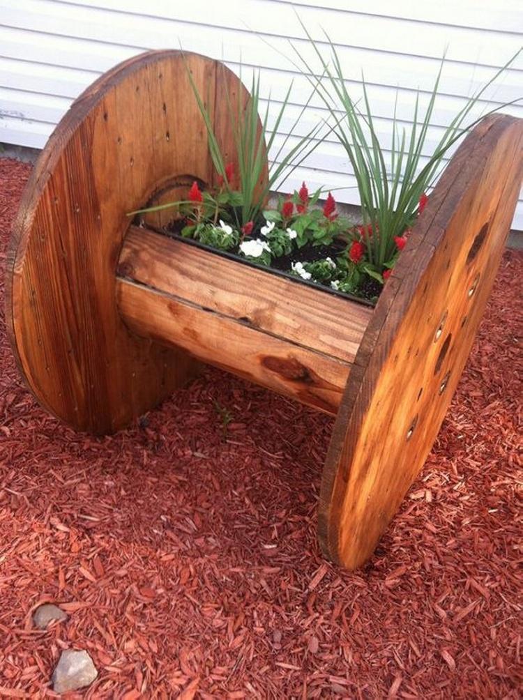 Pallet and Cable Spool Garden Decor Idea