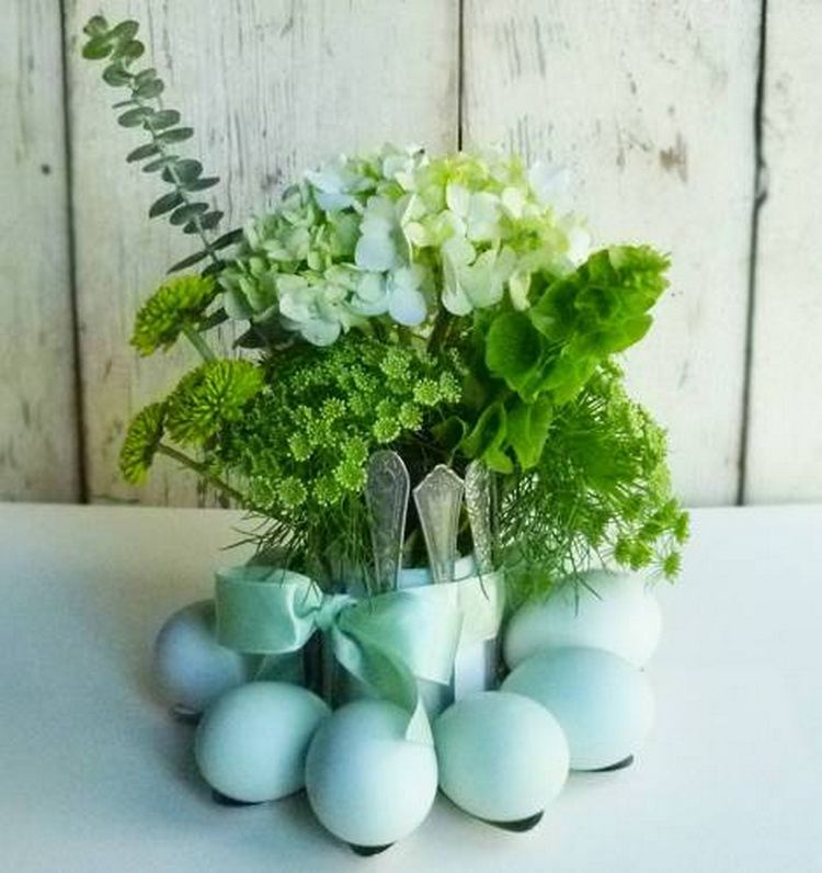 Simple and Pretty Spoon Egg Holder