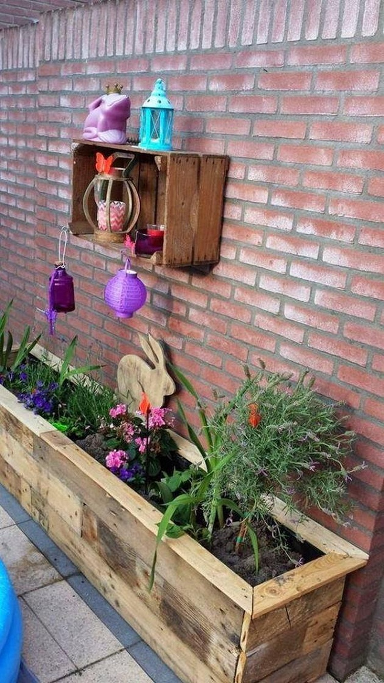 Wood pallet recycling projects recycled things for What can you make with recycled pallets