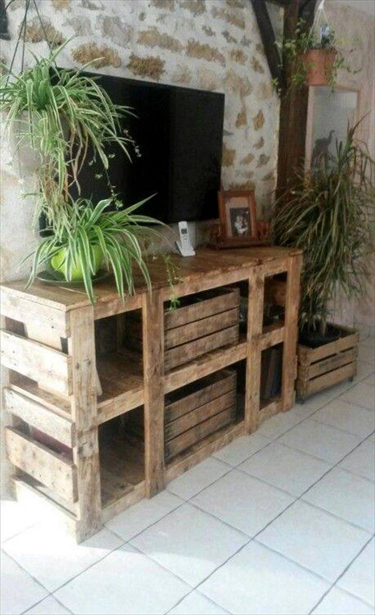 Rustic Pallet Media Stand