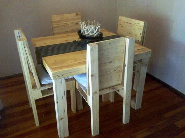 Small Pallet Dining Set