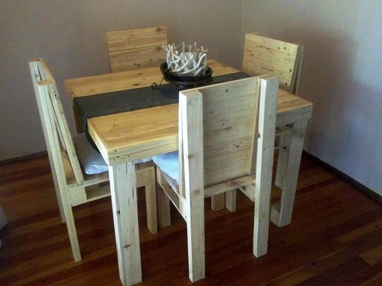 Small Pallet Dining Set