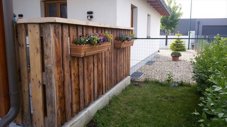 Diy pallet projects to be in your next to do list for Wood pallet fence plans